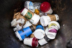 Почему нельзя разрешать «бумажные» стаканчики и говорить об их переработке? Новое видео